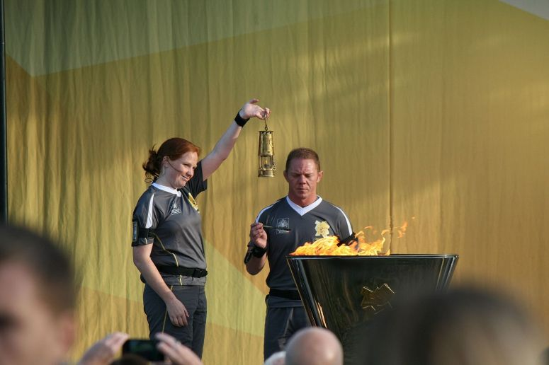 2012_torch_relay_day_27_The_Olympic_flame_being_extinguished_and_fire_transferred_into_the_miner's_lamp_-_London_2012_Olympic_Torch_Relay_Evening_Celebration_-_The_Pastures,_Alnwick,_Northumberland_(7373073314).jpg